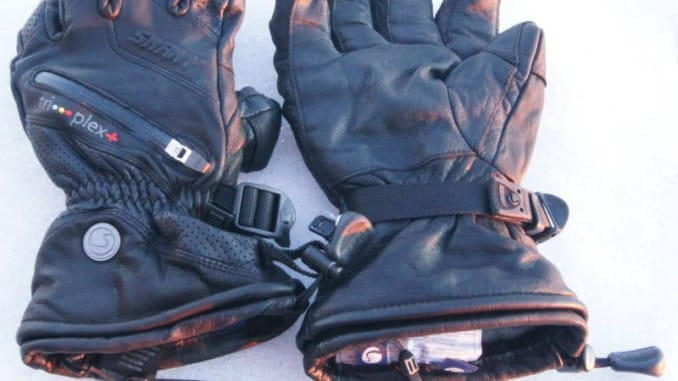 Deekp Warm Skiing -- a pair of swany ski gloves