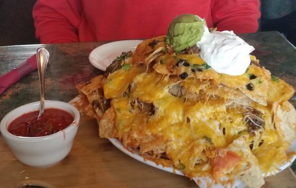 whitefish dining review -- photo of the Hellroaring Lodge nachos