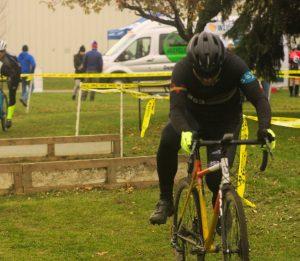 Sunnyview Cyclocross 2018 -- Tim remounts his bike