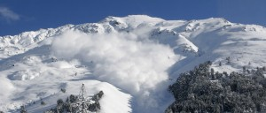 Avalanche -- photo of an avalanche with substantial snow cloud