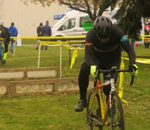 Sunnyview Cyclocross 2018 -- Tim remounts his bike
